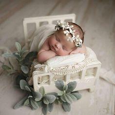 Newborn photography ideas naissance part naissance - Herzlich willkommen Foto Newborn, Newborn Baby Photos, Baby Girl Photos, Newborn Poses, Newborn Shoot, Cute Baby Pictures, Baby Girl Newborn, Newborns, Fall Newborn Pictures