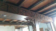 bonjour, je vais vous expliquer comment j ais transformer une vielle poutre en bois en une poutre effet métal indus.      Tout d abord i...