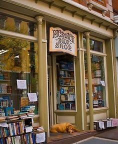 myfotolog:    Pickwick Book Store, Nyack, NY, ©jaime martorano