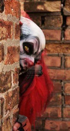 Beyond creepy clown. Clown Scare, Freaky Clowns, Evil Clowns, Insane Clown, Creepy Art, Types Of Clowns, Halloween Circus, Haunted Circus, Creepy Carnival