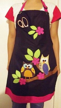 Risultati immagini per delantales originales manualidades Sewing Hacks, Sewing Crafts, Sewing Projects, Quilt Patterns, Sewing Patterns, Owl Fabric, Cute Aprons, Sewing Aprons, Kitchen Aprons