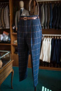 B&TAILOR - Men's style, accessories, mens fashion trends 2020 Mens Pleated Trousers, Men Trousers, Tailored Trousers, Mens Fashion Suits, Mens Suits, Mens Tailor, La Mode Masculine, African Men Fashion, Pants Pattern