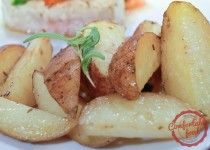 This recipe for simple roasted potatoes could not be easier, and this method works perfectly every time. The rosemary and garlic provide the perfect flavor combination, and neither one is so powerful as to take over the potatoes. Easy Roasted Potatoes, Roasted Potato Recipes, Veggie Recipes, Cooking Recipes, Oven Potatoes, Toasted Potatoes, Yummy Recipes, Rosemary Potatoes, What's Cooking