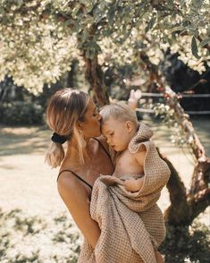 Mama Baby, Mom And Baby, Mommy And Me, Cute Family, Baby Family, Family Goals, Bethany Menzel, Cute Kids, Cute Babies