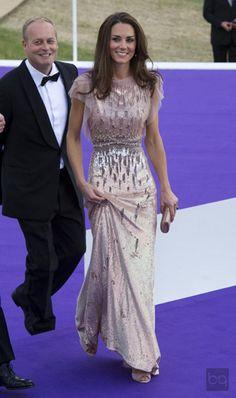 Kate Middleton stili... / Kate Middleton style wearing Jenny Packham