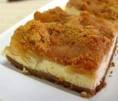 Applepie AND cheesecake in one ! Must be heaven ! Greek Sweets, Greek Desserts, Greek Recipes, Light Recipes, Fun Desserts, Food Network Recipes, Cooking Recipes, Cake Recipes, Dessert Recipes