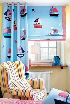 Pirackie statki sunące po bezkresnym oceanie to znakomita sceneria dziecięcych fantazji.  Stworzono ją za pomocą okiennych tkanin. OZD...
