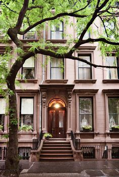 Italianate row house (1870), 216 Columbia Heights, Brooklyn Heights, New York