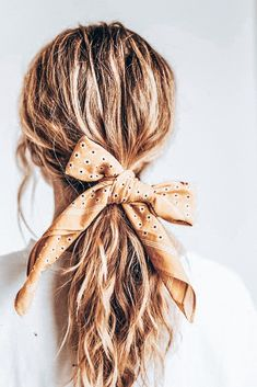 Scarf hairstyles - How to Style Your Bandana – Scarf hairstyles Scarf Hairstyles, Long Hairstyles, Pretty Hairstyles, Wedding Hairstyles, Hairstyles Videos, Simple Hairstyles, Hairdos, Vintage Hairstyles, Bandana Hairstyles For Long Hair