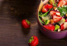 Jahody a avokádo. Nezvyklé, ale chutné. Tahini, Fruit Salad, Feta, Potato Salad, Food And Drink, Potatoes, Ethnic Recipes, Fruit Salads, Potato