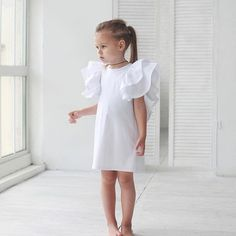 Image may contain: 1 person Stylish Toddler Girl, Toddler Fashion, Kids Fashion, Outfits Niños, Kids Outfits, Little Girl Fashion, Baby Kids Clothes, Kid Styles, Little Girl Dresses