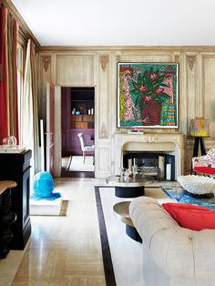 Salón con chimenea y cuadro