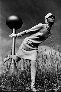 'Lunar Whites' - space age fashion for Harper's Bazaar, 1966. Photo by Gosta Peterson. ( mod fashion / vintage fashion photograph / retro fashion photo )