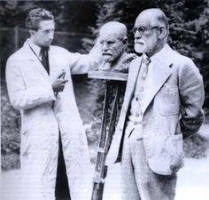 Oscar Nemon, trabajando en un busto de Sigmund Freud, 1931