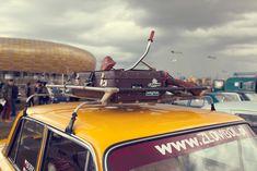 """W ubiegłą niedzielę pod stadionem Energa Gdańsk odbył się coroczny zlot pojazdów klasycznych. Fani motoryzacji mieli niecodzienną okazję podziwiania ponad 600 """"starych"""" samochodów. Piknik przyciągnął rekordowe tłumy! Impreza organizowana od kilku lat przez grupę Trójmiasto, klasycznie to kapitalne wydarzenie, na które jak zwykle przybyło mnóstwo rodzin z dziećmi, bo trudno się oprzeć możliwości pokazania swoim [...]"""