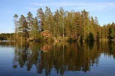 Vor lauter Bäumen sieht man das Haus kaum: Wer Einsamkeit sucht, ist auf diesem Inselchen in Schweden genau richtig