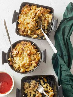 Macaroni gratin with Pulled Oats® is the easiest and the most delicious everyday meal for the whole family. Nourishing vegetarian comfort food at its finest! Oats Recipes, Vegan Recipes, Vegetarian Comfort Food, Vegan Pasta, Everyday Food, Us Foods, Pasta Dishes, Macaroni And Cheese, Main Dishes