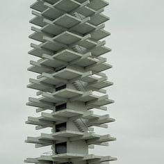 hiromitsu:  Tower by shuji+ on Flickr. 駒沢公園オリンピック記念塔