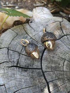 Guarda questo articolo nel mio negozio Etsy https://www.etsy.com/it/listing/275578656/ciondolo-ghianda-in-bronzo-massiccio