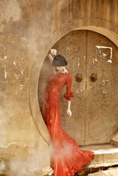 Shanghai-based bridal designer Wang Ta Chen photo shoot par le photographe de mode Macie j Kucia. Editorial Photography, Art Photography, Fashion Photography, Jewelry Photography, Belle Epoque, Fashion Shoot, Editorial Fashion, Geisha, Shades Of Red