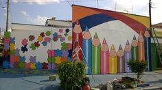 WILL ARTE GRAFFITI: FACHADAS DE ESCOLAS School Wall Decoration, Art Classroom Decor, School Decorations, Fall Crafts For Kids, Diy And Crafts, World Map Mural, Office Mural, School Murals, School Painting
