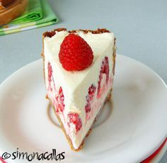 White Chocolate Raspberry Cheesecake This white chocolate raspberry cheesecake is a divine dessert. Sweets Recipes, My Recipes, White Chocolate Raspberry Cheesecake, Romanian Desserts, Yummy Cakes, Amazing Cakes, Vanilla Cake, Sweet Treats, Baking