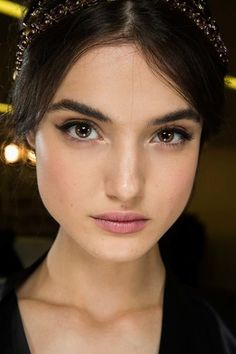 See beauty photos for Dolce & Gabbana Fall 2015 Ready-to-Wear collection.