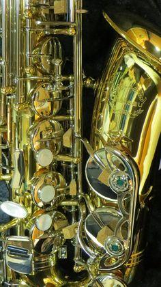 Chateau Alto Saxophone Student Model VCH-222LNK Lacquer Body w/Nickel Key