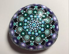 Pintado a mano Mandala de piedra, piedra de meditación Mandala, punto arte piedra, piedra, de curación #536