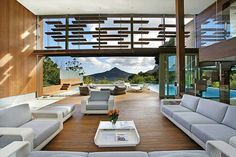 The house was designed to be integrated seamlessly with the landscape surrounding it. The Spa House is a luxurious private villa in Cape Town, South Africa, CIA Award for Architecture and named Winner of Best Design Best Interior Design, Interior And Exterior, Stylish Interior, Architecture Design, Organic Architecture, Contemporary Architecture, Appartement Design, Indoor Outdoor Living, Outdoor Areas