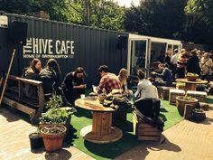 hive_cafe terraza exterior mobiliario madera reciclada