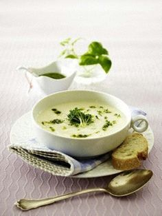 Kohlrabi soup with cress and herb pesto recipe DELICIOUS - Rezepte Ideen 2020 Soup Recipes, Cooking Recipes, Healthy Recipes, Free Recipes, Herb Pesto Recipe, Chou Rave, Soup Kitchen, Smart Kitchen, Gourmet