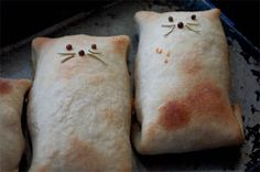 Recipe for an easy flour pastry dough for making small lunch calzones or hot pockets, plus instructions for shaping to look like a cat for children. Cut these to make sandwiches with a kitty flare! Picnic Food List, Healthy Picnic Foods, Picnic Snacks, Picnic Dinner, Vegetarian Picnic, Picnic Ideas, Calzone, Cat Bread, Hot Pockets