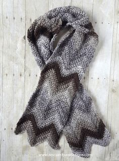 Crochet Chevron Scarf Pattern – Free Crochet Scarf Pattern using the Chevron Stitch See other ideas and pictures from the category menu…. Chevrons Au Crochet, Crochet Motifs, Easy Crochet Patterns, Scarf Patterns, Crochet Ideas, Crochet Gratis, All Free Crochet, Knit Crochet, Crochet Winter