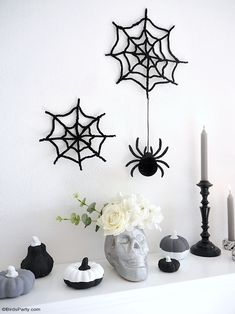 Halloween Mantel DIY Modern Décor -neutral, black and white monochrome craft projects for a easy and inexpensive Halloween décor! #halloween #diy #crafts #halloweendecor #halloweenathome #halloweendecor #halloweencrafts #halloweendiy #halloweenblackandwhite #blackandwhitehalloween #modernhalloween #neutralhalloween Halloween Mantel, Modern Halloween, Fun Halloween Crafts, Festive Crafts, Halloween Party Supplies, Halloween Decorations, Easy Craft Projects, Diy Crafts, Diy Mantel
