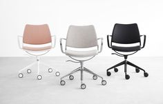 Task swivel chair with castors and adjustable height. Self-return chair without castors. Available in polypropylene, upholstered or mesh. Chromed, white or black frame.