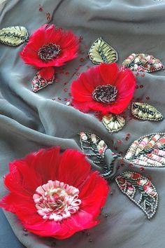 fiori con le piume rosa...www.scuoladiricamoaltamoda.it