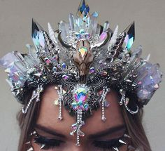 I call this one the crystal graveyard💀 You really really dont want to go head butt anyone wearing this YOU WILL GO TO JAIL. These crystals… Fantasy Jewelry, Gothic Jewelry, Cute Jewelry, Hair Jewelry, Mermaid Crown, Magical Jewelry, Crystal Crown, Fancy, Tiaras And Crowns
