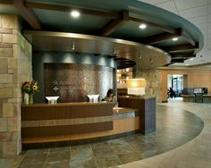 Layout, 2 toned wood, tile in front of desk, stone in middle strip, Metro Logo behind FD. (Do colors from Metro color scheme) Law Office Design, Medical Office Design, Healthcare Design, Reception Desk Design, Office Reception, Dental Reception, Clinic Interior Design, Clinic Design, Waiting Room Design