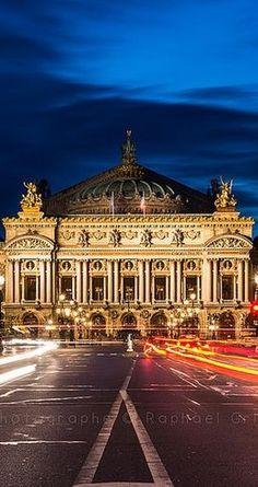 L'Opéra Garnier et la place à l'heure bleue / Paris