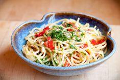 Spicy Mama Lil's Spaghetti alla Carbonara – Video Recipe Vegetarian pasta carbonara with spicy peppers. Spicy Spaghetti, Veggie Spaghetti, Spaghetti Carbonara Recipe, Vegetarian Spaghetti, Pasta Carbonara, Veggie Pasta, Spicy Pasta, Spaghetti Recipes, Pasta Recipes