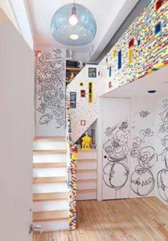 Escadas de Lego! Em Manhattan, um casal aproveitou a reforma de casa para pedir ao artista Sean Kenney (artista da LEGO), que criasse algo bacana para o quarto de seu filho. O resultado foi essa escada formada por 20.000 pecinhas de Lego... Um tanto quanto único e exclusivo para um quarto...   Agora diz aí quem não quer uma escada assim?