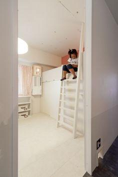 子供部屋(白いモルタル塗装はカフェよりカフェに?!人も集まり、猫も気持ちよくなるリノベーション)- 子供部屋事例|SUVACO(スバコ)
