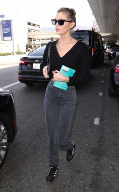 Stella Maxwell in Casual Outfit LAX Airport in Los Angeles - neptute. Stella Maxwell, Design Thinking, Sassy, Barbie, Airport Style, Fashion 2020, Black Adidas, Cool Style, Celebrity Style