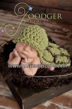 The Original Crochet Hatchling Turtle Cuddle von calleighsclips
