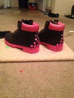 Custom timberland boots. #savingsoles Sneakers Outfit Work, Sneaker Outfits Women, Summer Sneakers, Best Sneakers, Sneakers Fashion, Custom Timberland Boots, Custom Boots, Funny Shoes, Pink Timberlands