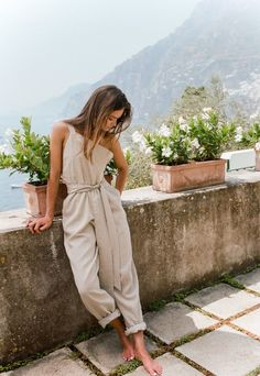 Fall Fashion SIR The Label's romantic and elegant looks take resort wear to the next level with a simple palette that keeps things fresh and straightforward. Easy Style, Looks Party, Mode Lookbook, Look Chic, Mode Inspiration, Fashion Inspiration, Mode Style, Summer Looks, Dress Me Up
