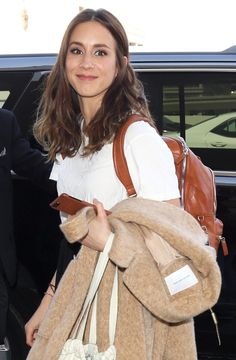 Troian seen at LAX in Los Angeles, California on April Spencer Hastings, Spencer Pll, Pretty Little Liars Meme, Troian Bellisario, Lucy Hale, Ashley Benson, Collar Bone Hair, Le Style Shay Mitchell, Preppy Style