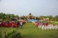 13-14 जुलाई 2016। नया रायपुर स्थित पुरखौती मुक्तांगन कोंडागांव से आए जनप्रतिनिधियों के लिए कई तरह से मनोरंजन साबित हुआ। एक तरफ तो उन्होंने अलग-अलग तरह की छत्तीसगढ़ी नृत्यों की कलाकृतियों को देखा तो दूसरी ओर मुक्तांगन परिसर में जिलेवासियों के लिए आयोजित सांस्कृतिक कार्यक्रम से उनके चेहरे खिल उठे।