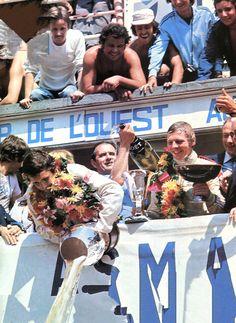 Jacky Ickx et Jis Van Lennep (Porsche 936) vainqueur des 24 Heures du Mans 1976 - L'Automobile juillet 1976.